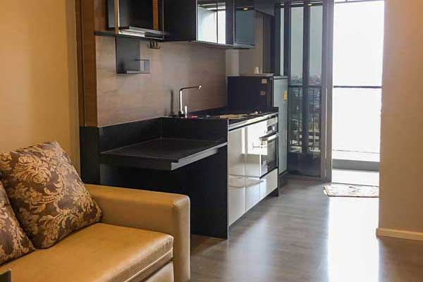 Room-Sathorn-St-Louis-rent-0317-featured